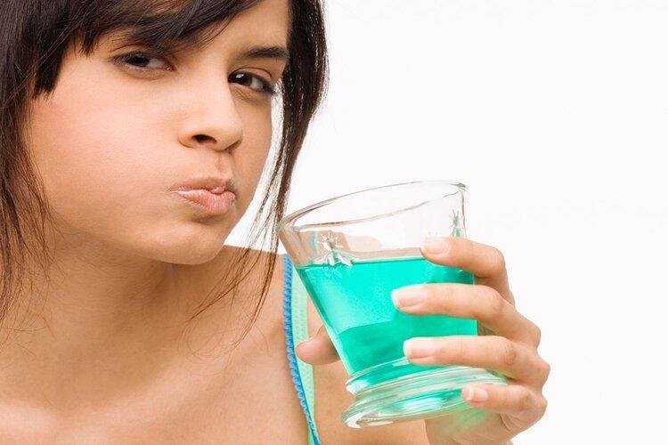 rôle bain de bouche au fluor